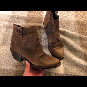 Size 7.5 brown leather durango boots